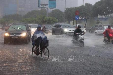 Bắc Bộ đề phòng lốc, sét và mưa đá, Nam Bộ nguy cơ ngập úng  do triều cường lên cao