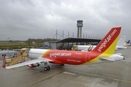 Hàng loạt chuyến bay của Vietjet Air bị ảnh hưởng do bão số 9