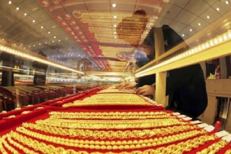 """Thị trường vàng trong nước """"thờ ơ"""" với việc tăng giá của thế giới"""