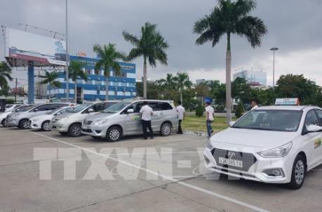 Tài xế taxi ở sân bay Đà Nẵng đình công phản đối Grab
