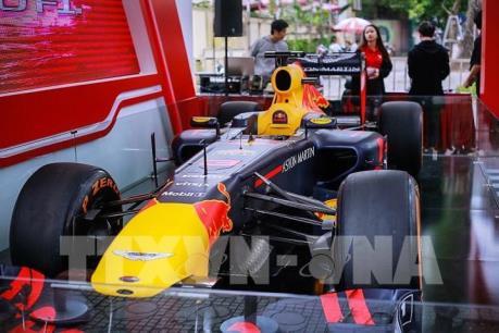 Cận cảnh siêu xe đua F1 tại Việt Nam