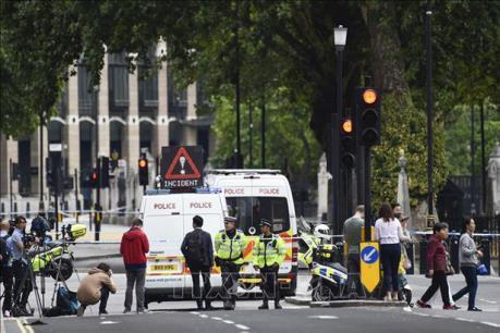 Đoàn xe hộ tống của Thủ tướng Anh và Bỉ bị tấn công