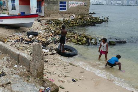 Ô nhiễm rác thải nhựa làm mất đi vẻ đẹp ở các vùng biển Colombia