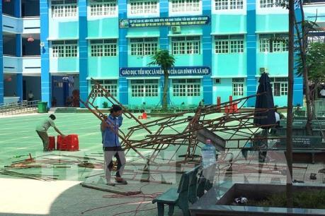 Tp Hồ Chí Minh: Đổ giàn giáo làm nhiều học sinh phải vào viện