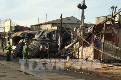 Cháy xe bồn, 6 người thiệt mạng, 15 căn nhà bị thiêu rụi