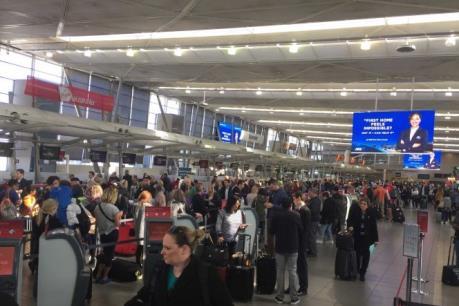"""Sân bay Sydney """"tê liệt"""" do thời tiết bất thường"""