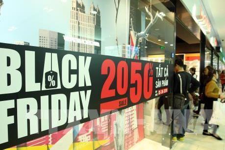 """Đón """"bão"""" giảm giá Black Friday"""