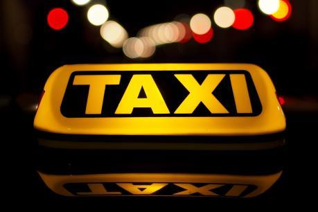 """Bộ Giao thông Vận tải trả lời về vấn đề """"mặc đồng phục"""" cho taxi"""