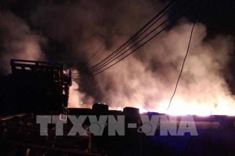 Cháy lớn tại xưởng sản xuất gỗ ở thị xã Tân Uyên (Bình Dương)