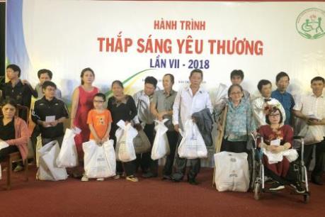 """TTXVN đồng hành """"Thắp sáng yêu thương"""" cho người khuyết tật tại Bình Định"""