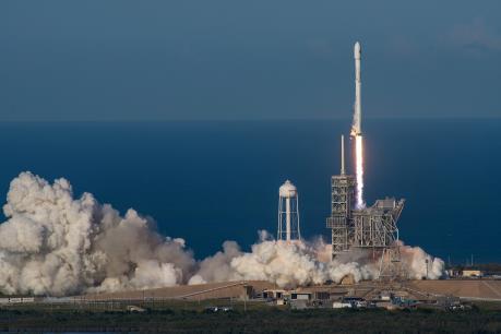 SpaceX phóng cùng lúc 64 vệ tinh lên vũ trụ