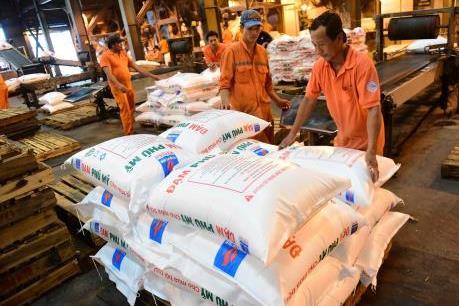 PVFCCo tặng khách hàng 2 triệu chai dầu ăn