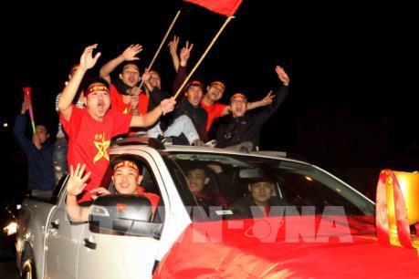 Người dân vỡ òa cảm xúc khi đội tuyển Việt Nam vô địch AFF cup 2018