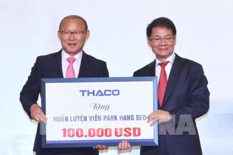 Huấn luyện viên Park Hang Seo dành 100 ngàn USD tiền thưởng để làm từ thiện