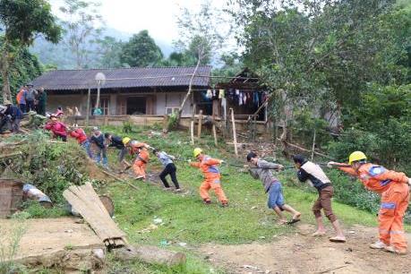 Thắp sáng điện nơi vùng cao Sơn La, Yên Bái