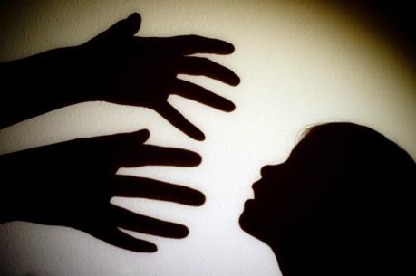 Làm gì để chống xâm hại tình dục trẻ nam?
