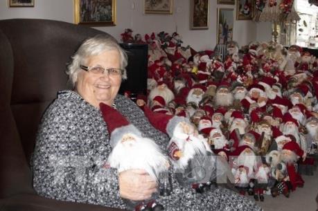 """Cận cảnh bộ sưu tập búp bê """"ông già Noel"""" khổng lồ"""