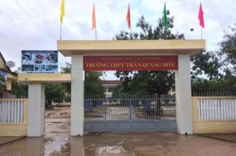 Bình Định: Thầy giáo bị học sinh đánh ngay ở trường phải nhập viện