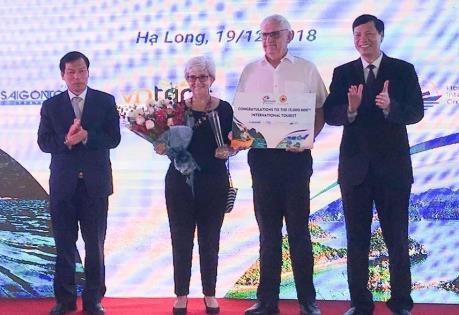 Đón du khách quốc tế thứ 15 triệu đến Việt Nam