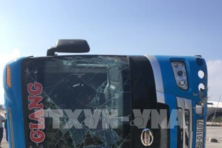 Quảng Ninh: Lật xe khách 3 người thương vong