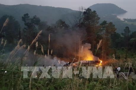 Xe bồn chở dầu gặp nạn, bốc cháy dữ dội tại đèo Hải Vân (Đà Nẵng)