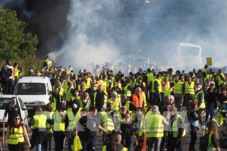"""Phe """"Áo vàng"""" lại biểu tình trên toàn Pháp"""