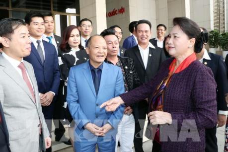 Chủ tịch Quốc hội gặp đại diện doanh nhân trẻ Việt Nam