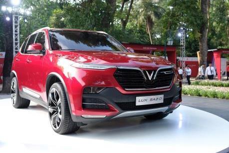 VinFast công bố giá bán mới cho ô tô và xe máy điện