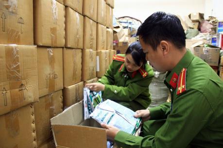 Xử phạt doanh nghiệp sửa hạn sử dụng hơn 4 tấn thuốc bảo vệ thực vật