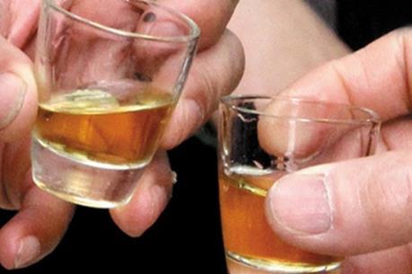 Một nạn nhân vụ nghi ngộ độc sau khi uống rượu ở Quảng Trị đã tử vong