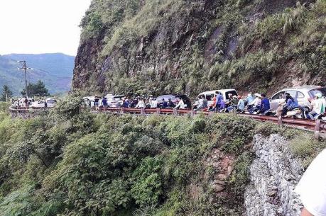 Ùn tắc đường lên Khu du lịch Mẫu Sơn
