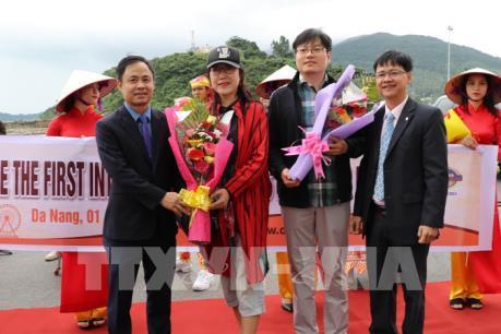 """Hơn 2.000 khách du lịch Trung Quốc """"xông đất"""" Đà Nẵng"""