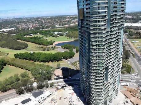 Sơ tán hàng nghìn người vì nứt tòa tháp chung cư 38 tầng ở Sydney
