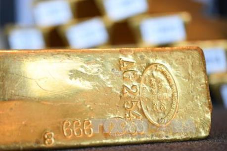"""Giá vàng rời khỏi mức """"đỉnh"""" của sáu tháng rưỡi qua"""