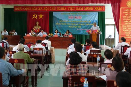 Nghị quyết của Bộ Chính trị về việc sắp xếp các đơn vị hành chính cấp huyện, xã