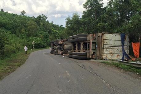 Tai nạn giao thông nghiêm trọng tại Quảng Trị, 3 người thương vong