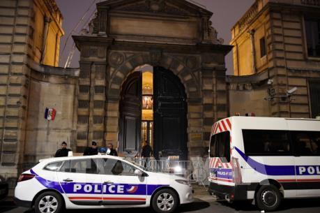 Hàng trăm phụ nữ Pháp tuần hành kêu gọi phe Áo vàng biểu tình ôn hòa