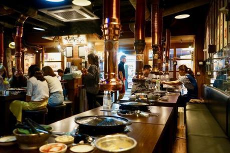 Người dân Hàn Quốc giảm chi tiêu các bữa ăn tại nhà hàng