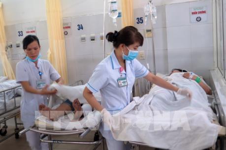 Vụ xe khách lao vực ở đèo Hải Vân: Nỗ lực cứu chữa nạn nhân