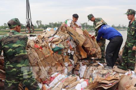 Bắt giữ hơn 14 tấn phế liệu nhập lậu qua biên giới Việt Nam-Campuchia
