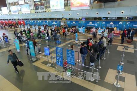 Sân bay Nội Bài: Chỉ hành khách được vào khu vực làm thủ tục trong giờ cao điểm