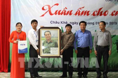 """TTXVN tổ chức """"Xuân ấm cho em"""" tại miền núi Nghệ An"""