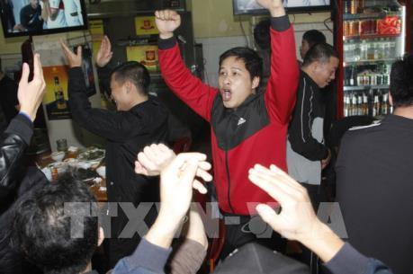 Việt Nam lọt vào tứ kết ASIAN CUP 2019: Khi niềm vui vỡ òa