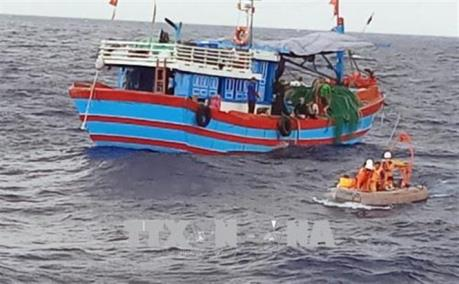 Vũng Tàu: 4 thuyền viên bị ngạt khí dưới hầm cá