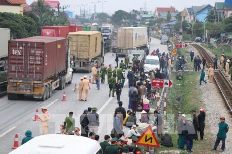 Xe tải tông đoàn người đi viếng Nghĩa trang, hàng chục người thương vong