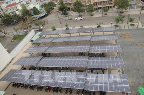 Phát triển mô hình điện mặt trời áp mái