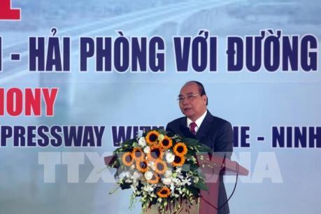 Thủ tướng Nguyễn Xuân Phúc phát lệnh thông xe, khánh thành cầu Hưng Hà