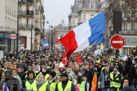 """Biểu tình """"Áo vàng"""" tái diễn trên khắp nước Pháp"""