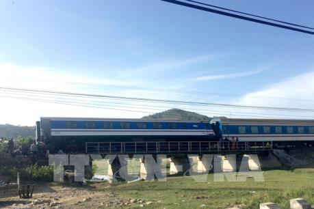 Tuyến Bắc – Nam đã thông sau sự cố trật bánh tại Bình Thuận