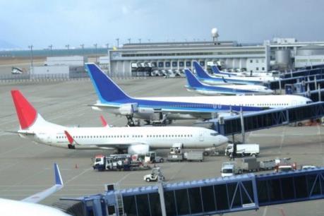 Máy bay trượt khỏi đường băng khi hạ cánh xuống sân bay Narita